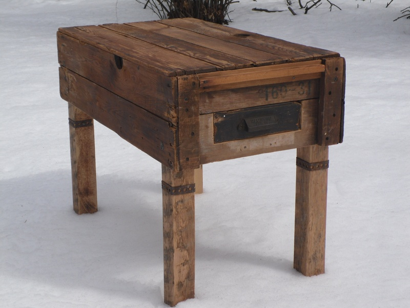 FAS 11 Side table w/drawer